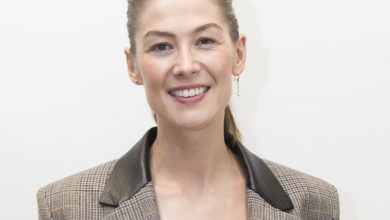 Photo of Rosamund Pike Biography,Weight,Height,Body,Career,Age and More